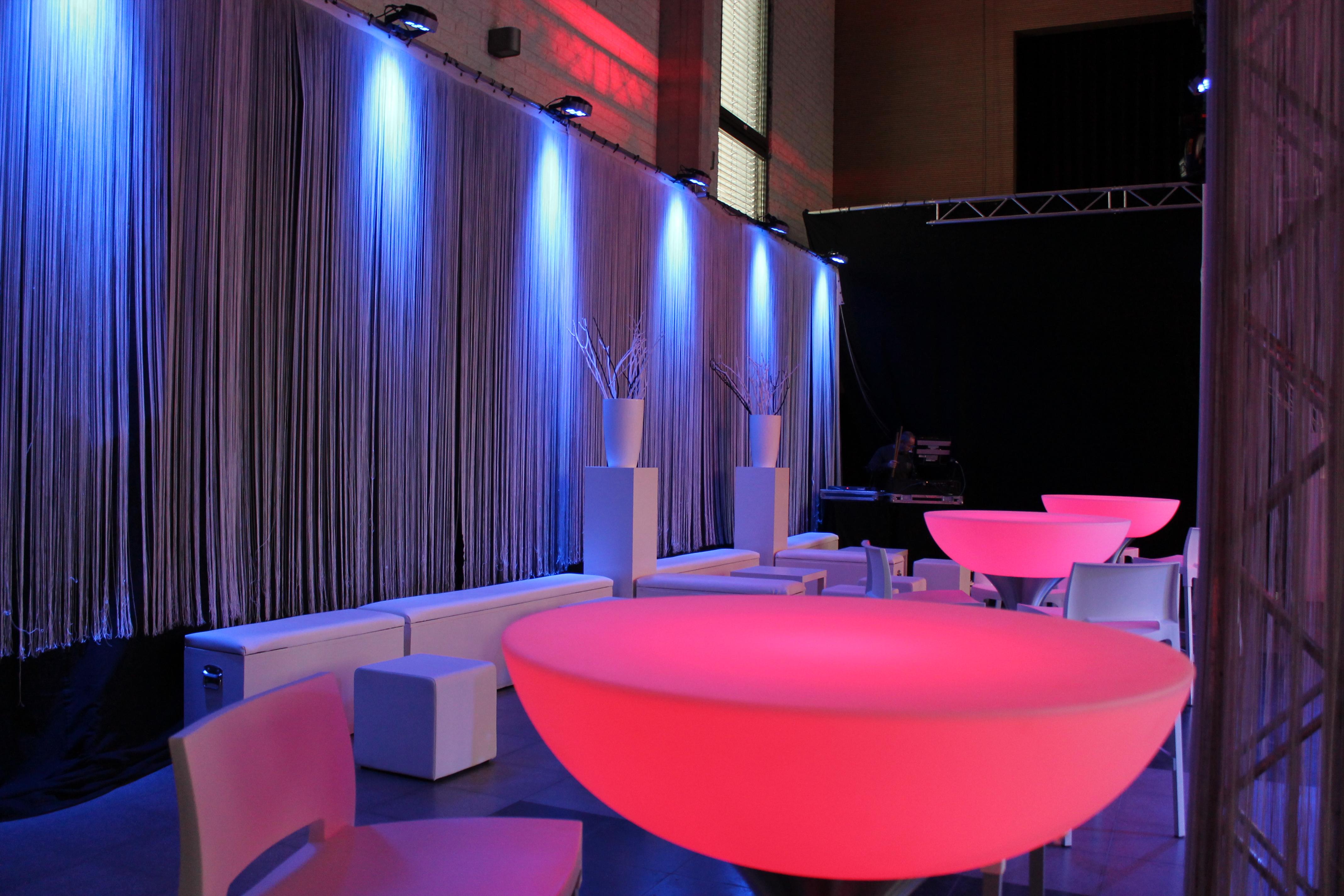 Verhuur van trendy lounge meubilair & decoratiematerialen