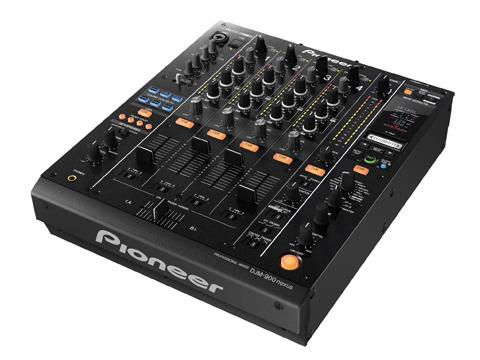 Nieuw in de verhuur: Chesterfield DJ meubel en Chesterfield voortoog