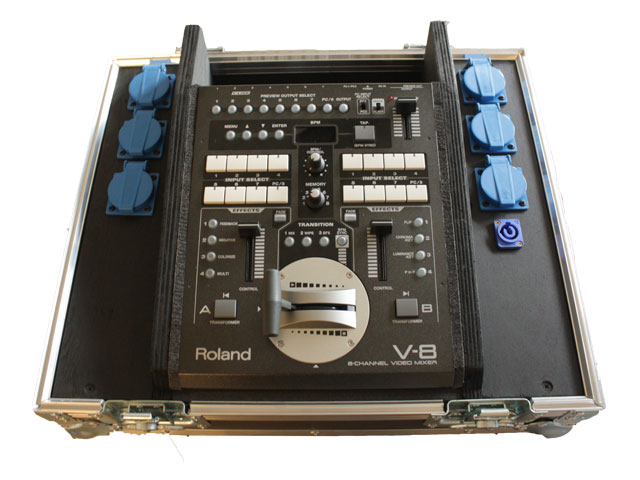 Edirol V8 videomixer met preview monitors